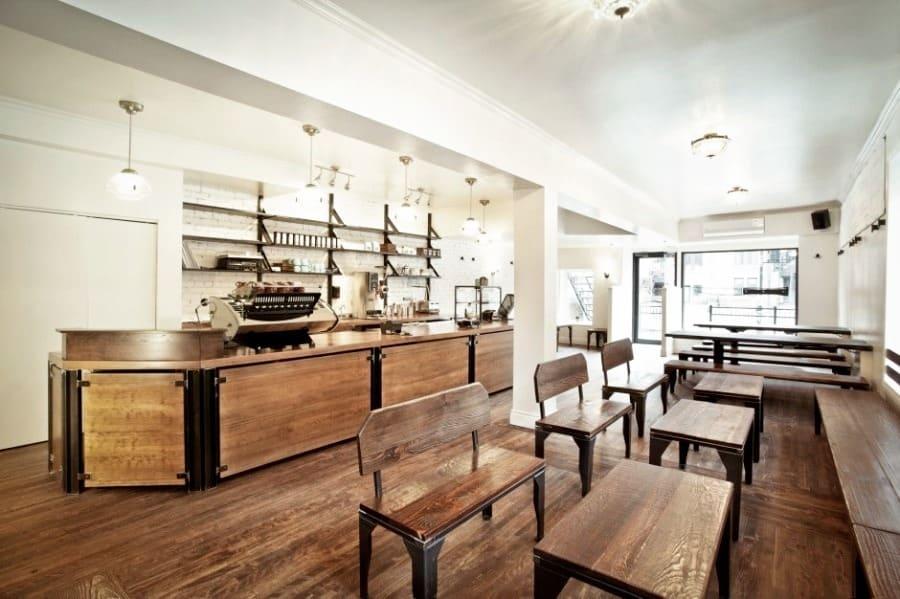 """Atmosphère et intérieur du bar """"Le Couteau"""""""